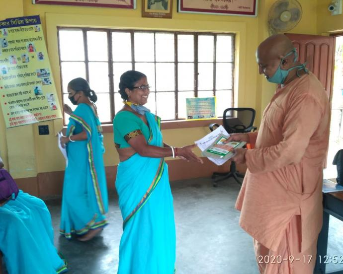 Women in Sargachi, India participate in training session during National Nutrition Month